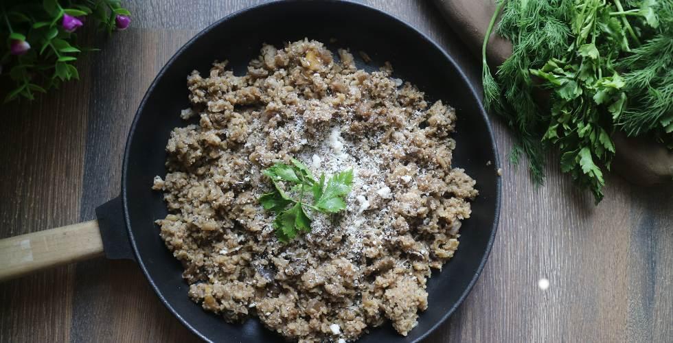 Plato de comida con vegetales
